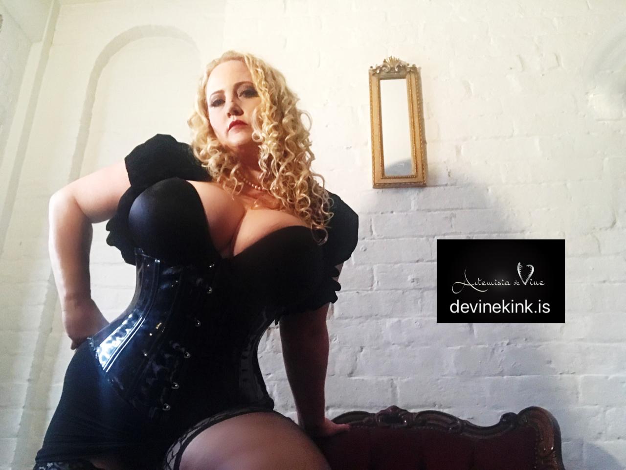 Interview with Mistress Artemisia De-Vine – Melbourne Based Pro Domme